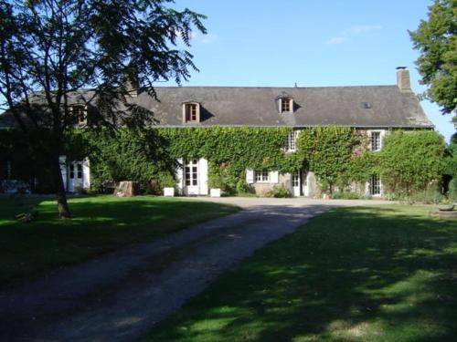 Manoir de Pommery : Bed and Breakfast near Sixt-sur-Aff