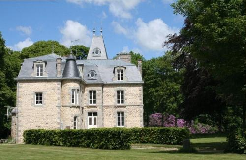 Au Château : Bed and Breakfast near La Lucerne-d'Outremer