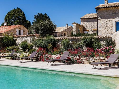Holiday Home Aubignane La Grange D'Anthounin : Guest accommodation near Redortiers