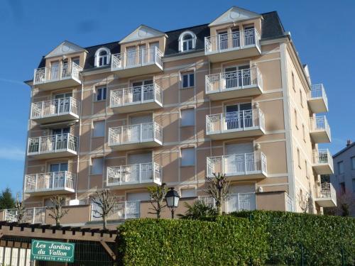 Apartment Les Jardins du Vallon : Apartment near Bonneville-sur-Touques