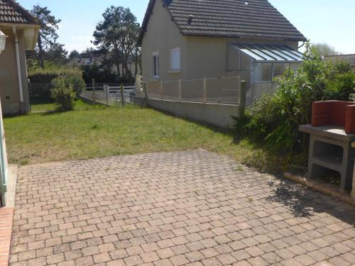Villa Villa les Dunes : Guest accommodation near Sallenelles