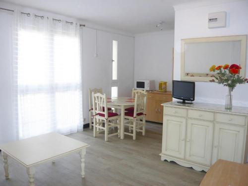 Apartment Les Amandiers : Apartment near Canet-en-Roussillon