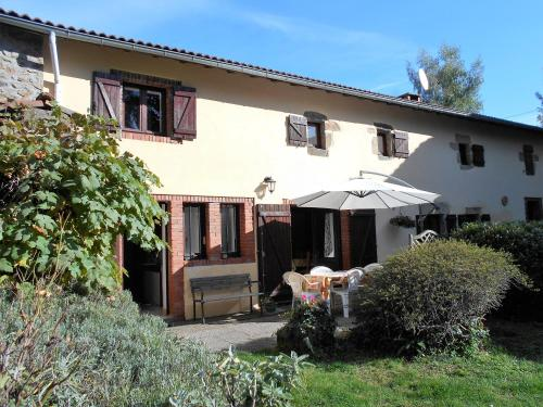 Les Hirondelles Chabanol : Guest accommodation near Moriat