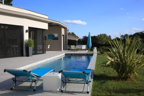 Maison Cube : Bed and Breakfast near Marcilly-d'Azergues