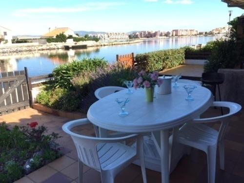 House Jardins du rivage 5 : Guest accommodation near Saint-Laurent-de-la-Salanque