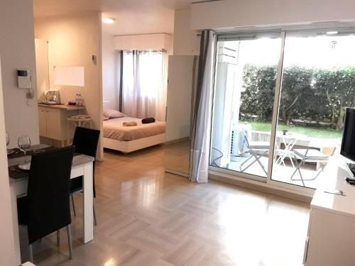 Studio Parking Piscine GA80 : Apartment near Cannes