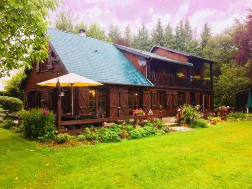 Spruce Lake : Bed and Breakfast near Saint-Dizier-Leyrenne