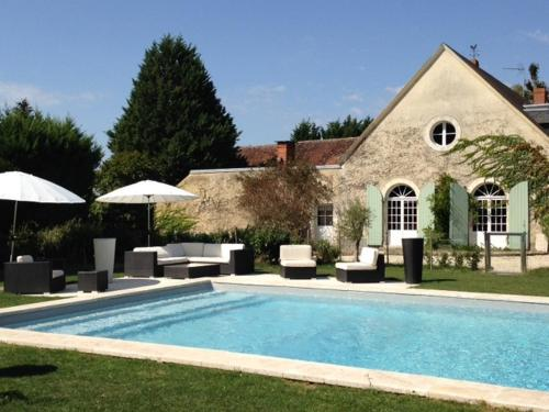 Le Clos des Aubrys : Bed and Breakfast near La Chapelle-Orthemale