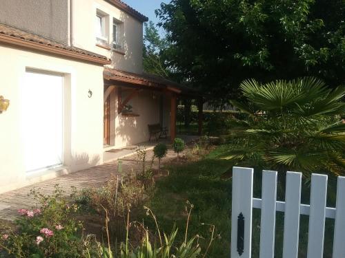 Aux Ptits Loups : Guest accommodation near Le Montat