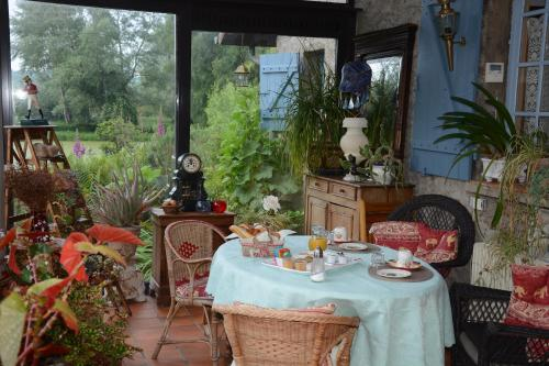 Le Jardin Sauvage : Bed and Breakfast near Dominois