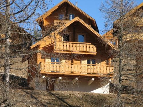 Chalet Hauts De La Lauzière : Guest accommodation near La Cluse