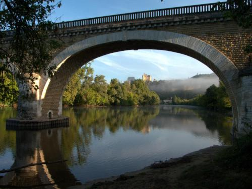 Le Pont de Fayrac : Guest accommodation near Castelnaud-la-Chapelle