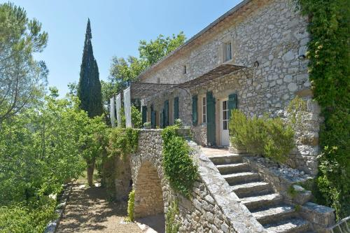 Mas du Bassac : Guest accommodation near Saint-Julien-de-Peyrolas
