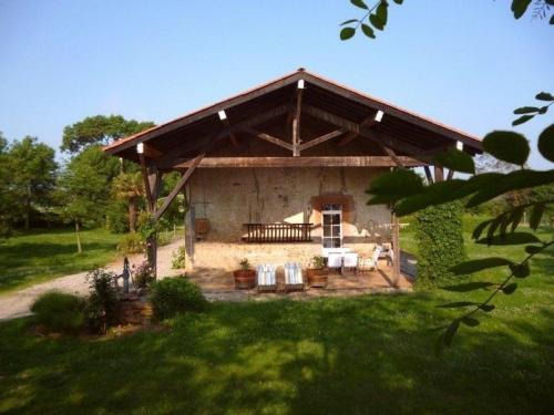 House La ferme de bogues : Guest accommodation near Marliac