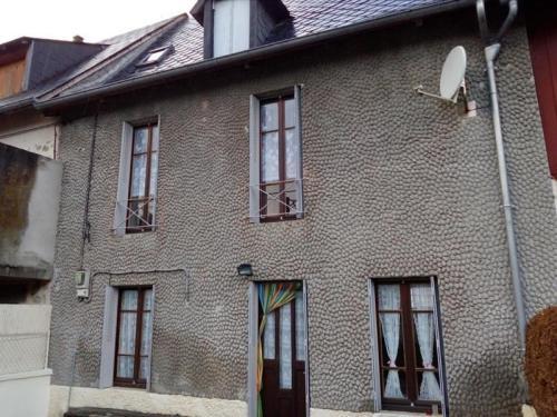 House Maison ambiance vintage centre bourg : Guest accommodation near Cournols