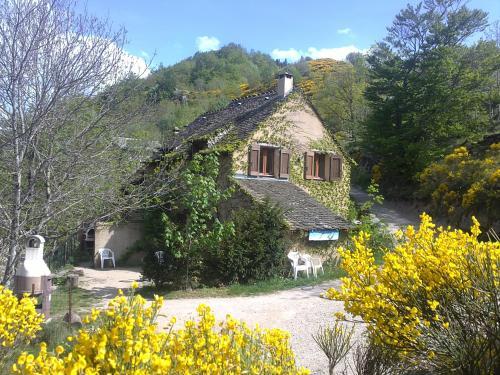 gites du chastel : Guest accommodation near Les Bondons