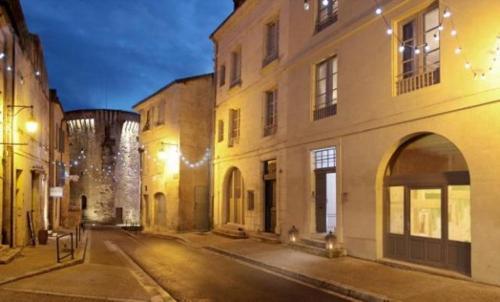 Suites de La Tour Périgueux Centre : Guest accommodation near Cornille