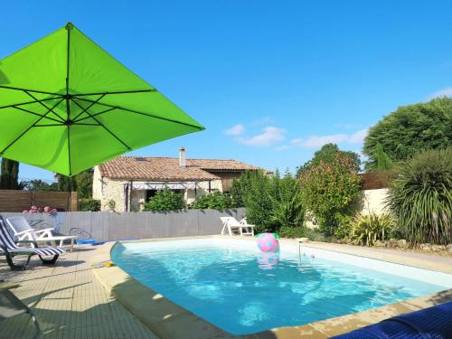 Ferienhaus mit Pool Cissac-Médoc 100S : Guest accommodation near Civrac-en-Médoc