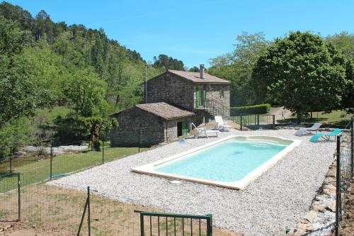 Ferienhaus mit Pool St Genest de Beauzon 100S : Guest accommodation near Saint-Pierre-Saint-Jean