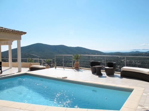 Ferienhaus mit Pool La Londe-les-Maures 130S : Guest accommodation near Collobrières