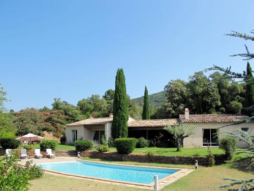 Ferienhaus mit Pool La Môle 110S : Guest accommodation near La Môle
