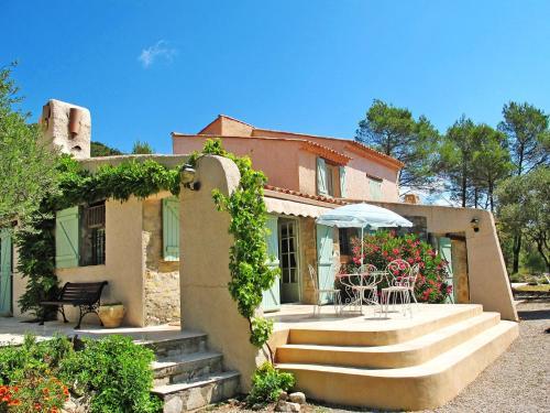 Ferienhaus mit Pool Forcalqueiret 150S : Guest accommodation near Rocbaron