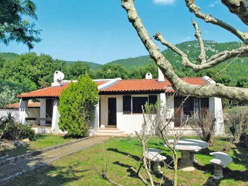 Le Hameau des Launes 110S : Guest accommodation near La Roquebrussanne