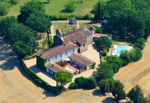 Presbytère de jonquiere : Bed and Breakfast near Montcabrier