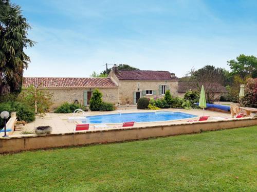 Ferienhaus mit Pool Blanquefort s. Briolance 300S : Guest accommodation near Saint-Cassien