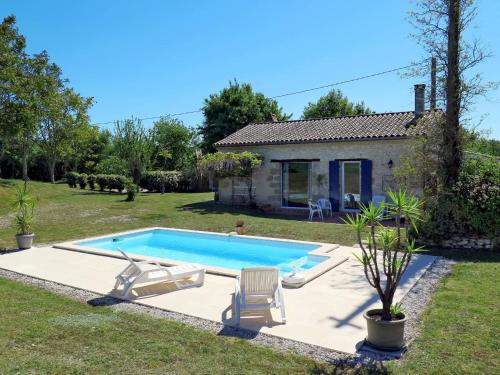 Ferienhaus mit Pool Douzains 300S : Guest accommodation near Ferrensac