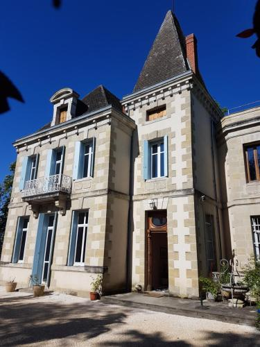 Chateau de L'Allee : Bed and Breakfast near Labastide-Castel-Amouroux