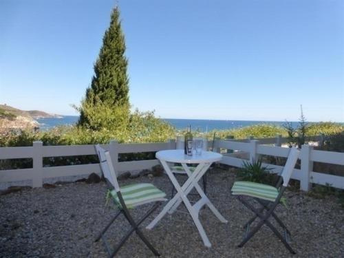 Apartment Appartement à deux pas du port de plaisance avec vue sur la mer, et jardinet : Apartment near Banyuls-sur-Mer