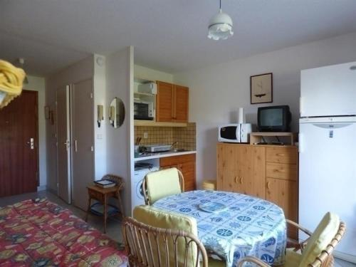 Apartment Jullouville appartement au rez de chaussee proche de la plage : Apartment near Champeaux