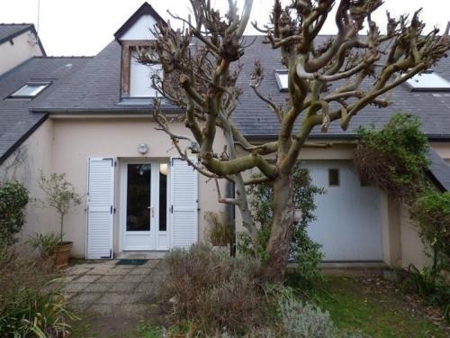 House A jullouville, maison mitoyenne dans résidence privée. : Guest accommodation near Saint-Pierre-Langers