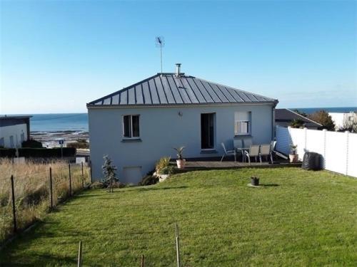 House Donville les bains, maison 5 pieces avec vue sur mer : Guest accommodation near Yquelon