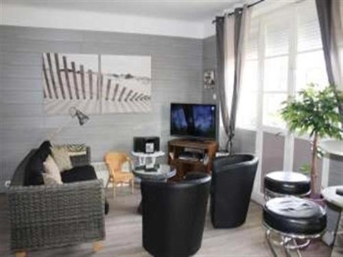 House A jullouville maison avec jardin proche de la plage : Guest accommodation near Champeaux