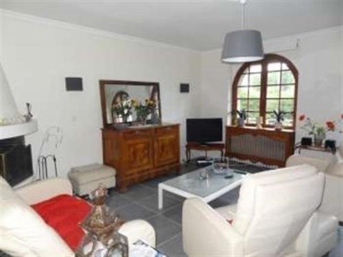 House Jullouville, maison de caractere avec jardin : Guest accommodation near Carolles