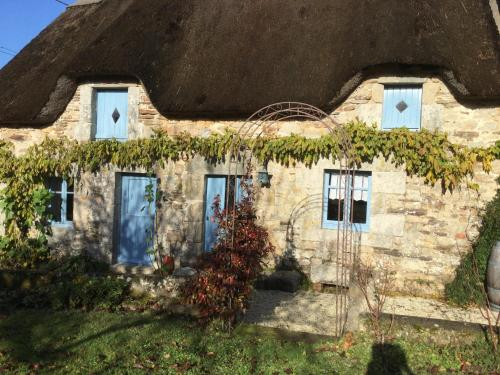 Cosquer Cottage : Guest accommodation near Guern