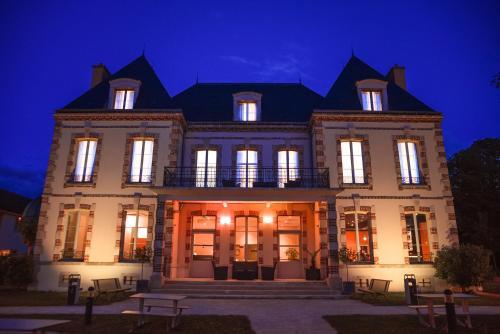 Résidence Château du Mée : Hotel near Nandy