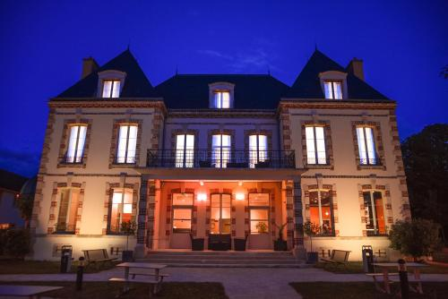 Résidence Château du Mée : Hotel near La Rochette