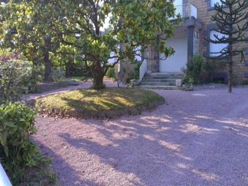 House A jullouville, maison de caractere avec jardin clos d'environ 1200 m² de type f8 : Guest accommodation near Sartilly