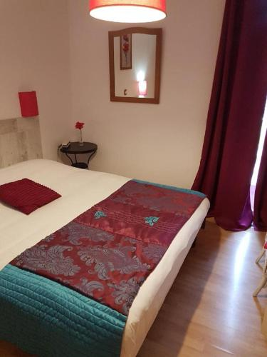 Hotel du Rhône : Hotel near Saint-Priest-Bramefant
