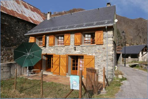 Pyrenees Stone Mountain House : Guest accommodation near Garin