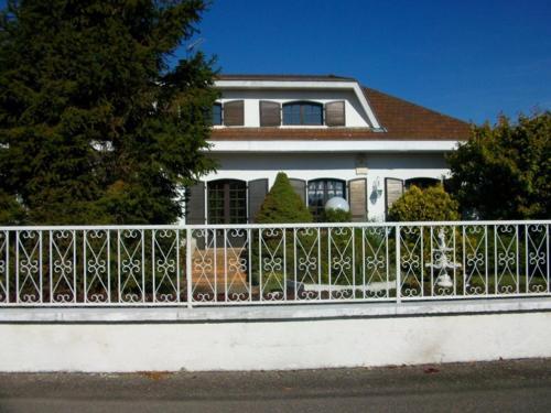 Les Roses de Rita : Apartment near Saint-Médard-en-Forez