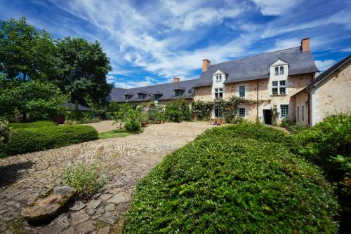 Manoir du Bois de Grez : Bed and Breakfast near Montreuil-sur-Maine