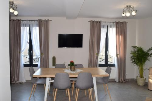 Appartement duplex neuf centre ville : Apartment near Saint-Martin-de-Bréthencourt