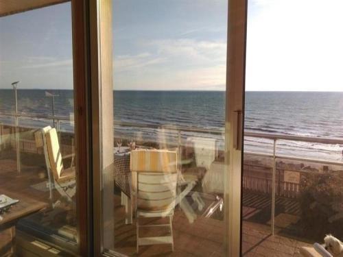 House Kairon plage, grande maison avec jardin vue sur mer : Guest accommodation near Saint-Aubin-des-Préaux