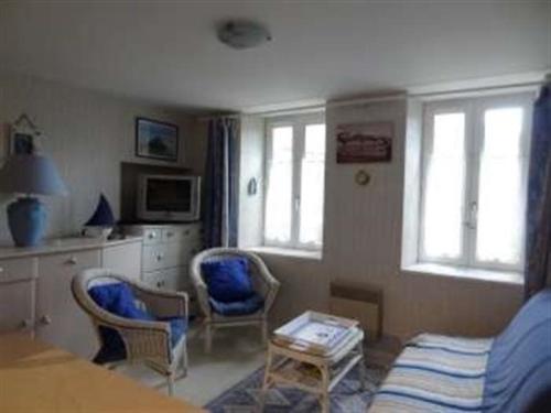 Apartment Appartement dans le centre ville de granville : Apartment near Longueville