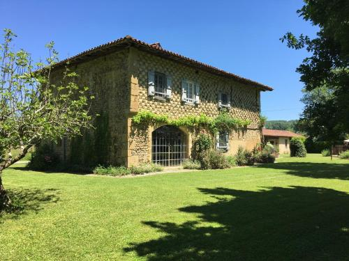 Les Tournesols : Guest accommodation near Montbernard