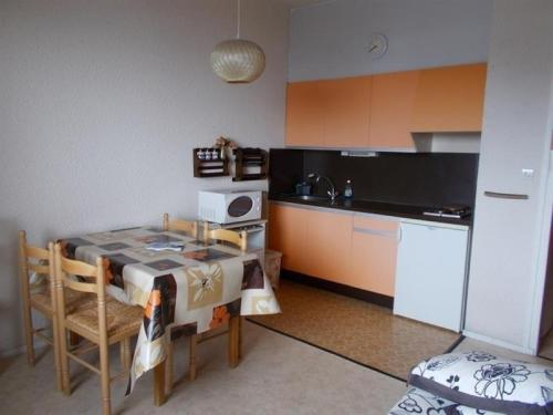 Apartment Studio cabine avec balcon a proximité des pistes : Apartment near Apchat